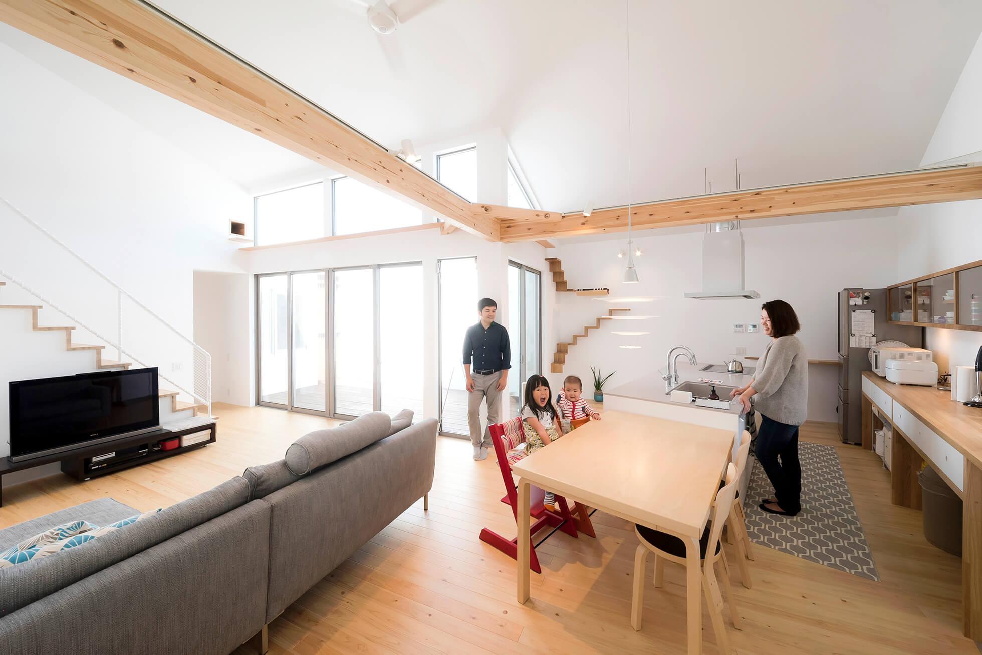 室内から空を楽しむ家